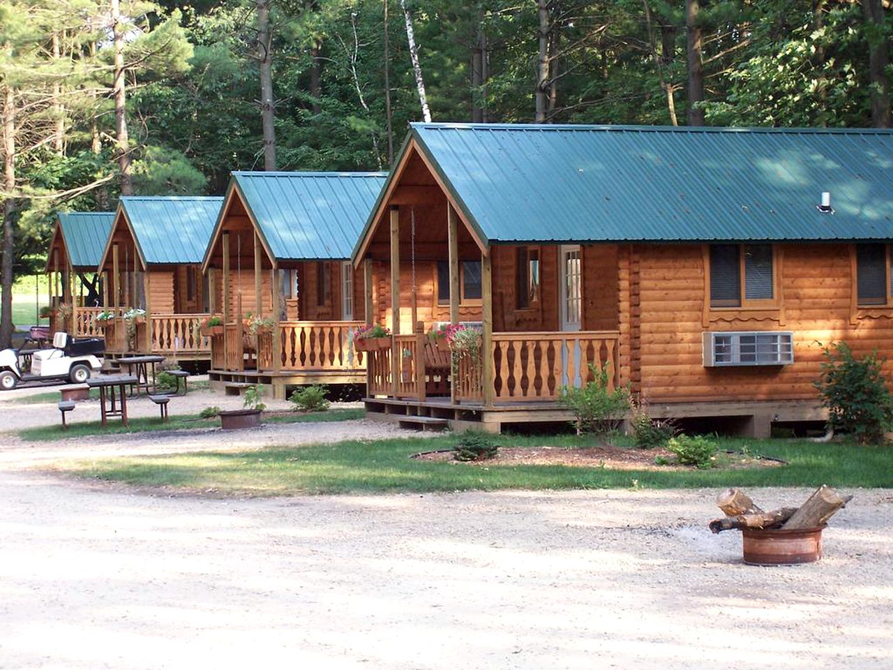 Cabins (Baraboo, Wisconsin, United States)