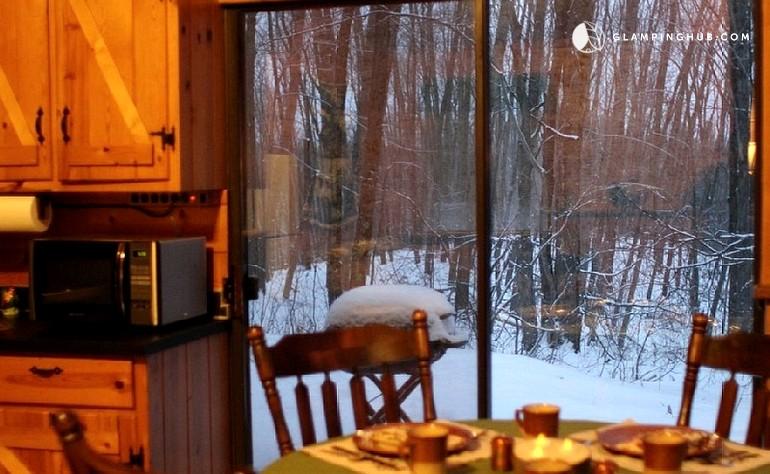 Rustic log cabin rental near lake michigan for Michigan romantic cabins