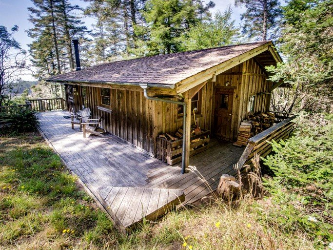 Idyllic Vacation Cabin With Private Hot Tub In Elk Mendocino County California