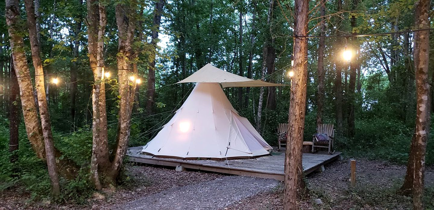 Tipis (Morrison, Tennessee, United States)
