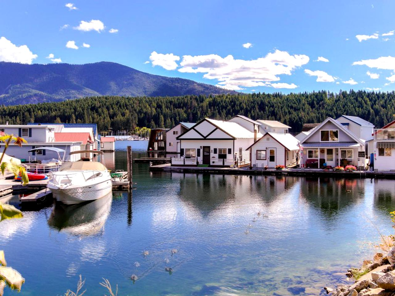 Boats & Floating Homes (Bayview, Idaho, United States)