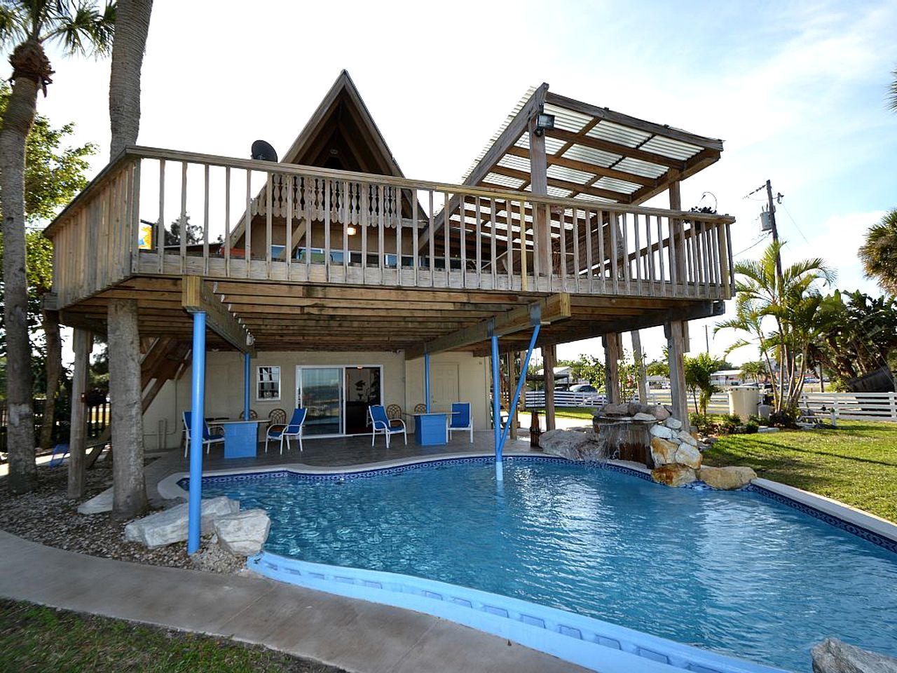 Waterfront chalet rental: Grant, FL