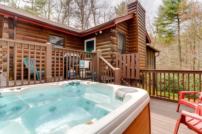 Secluded Log Cabin Rental With A Hot Tub In Blue Ridge Georgia