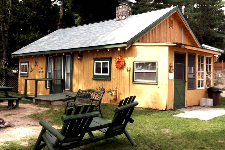 Cabin camping in michigan for Michigan romantic cabins