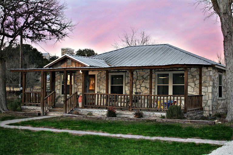 Brilliant Rock Cottage Rental With A Hot Tub In Wimberley Texas Beutiful Home Inspiration Ommitmahrainfo