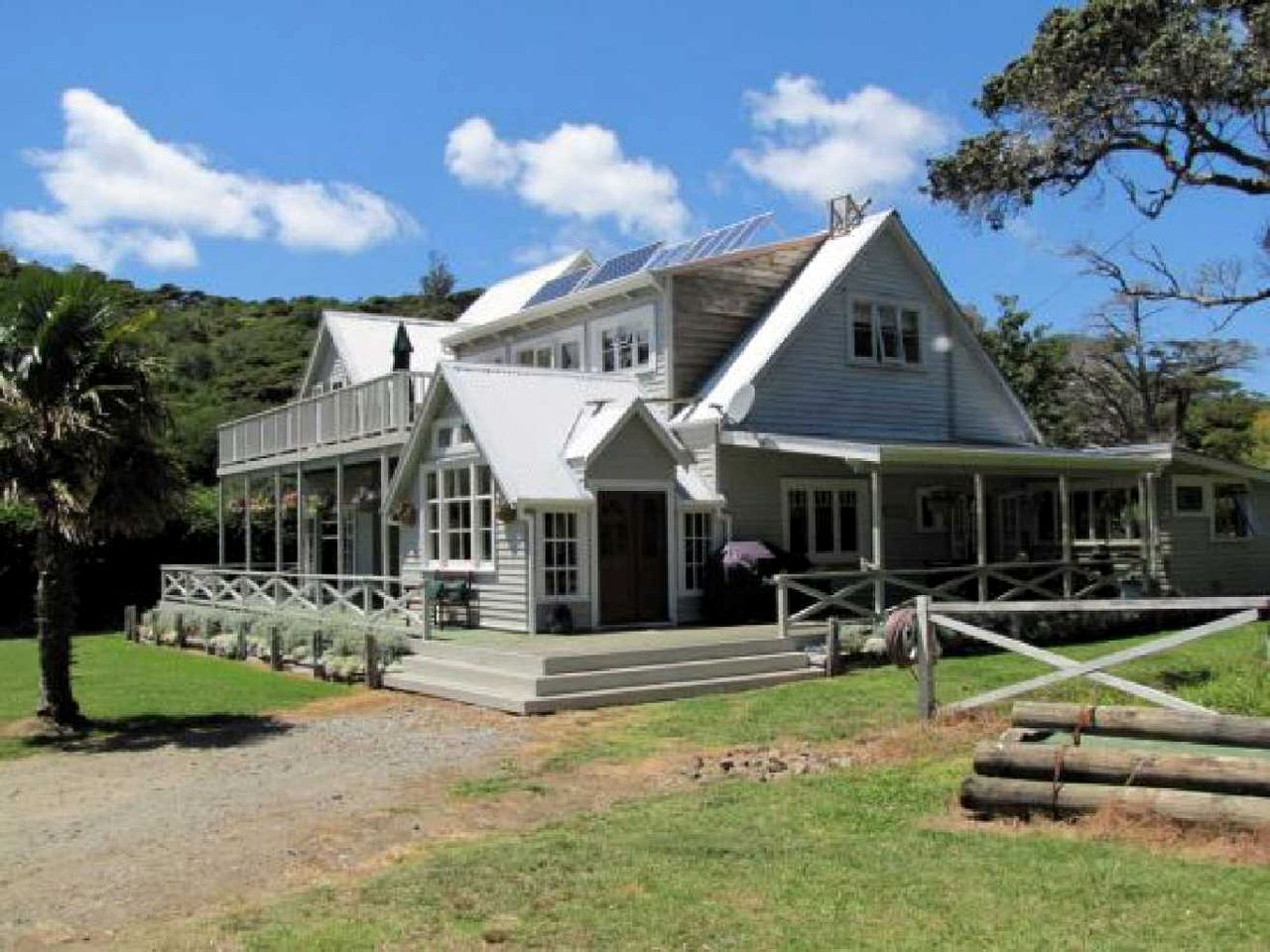 Nature Lodges (Great Barrier Island, North Island, New Zealand)