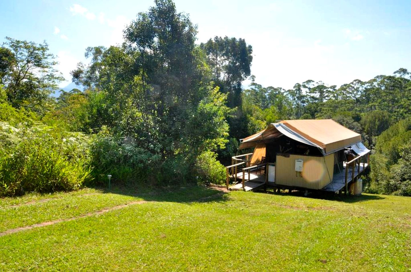 This Mount Burrell glamping has a peaceful location and is the ideal holiday house near Gold Coast. Accommodations like this are one-of-a-kind!