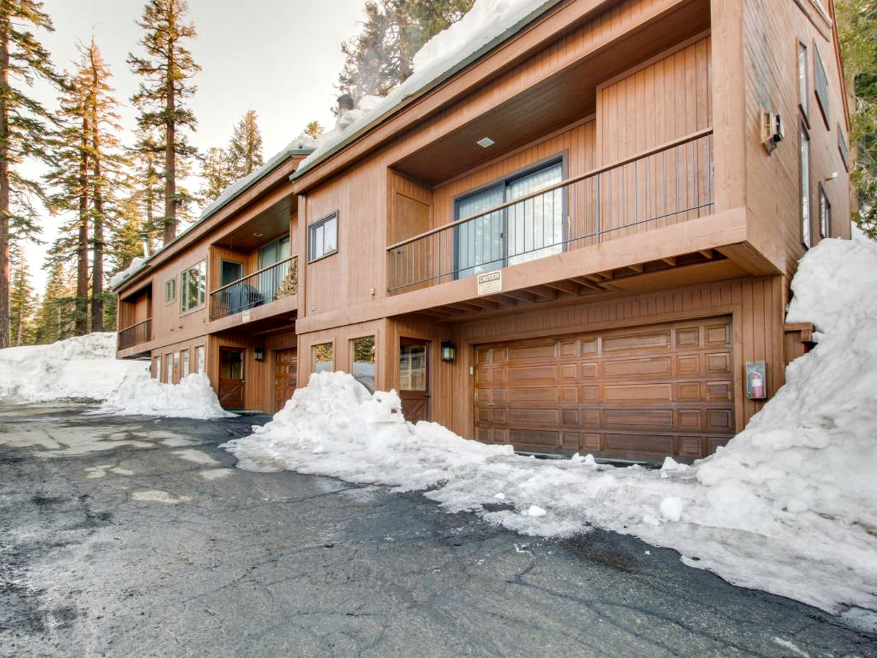 Cabins (Mammoth Lakes, California, United States)