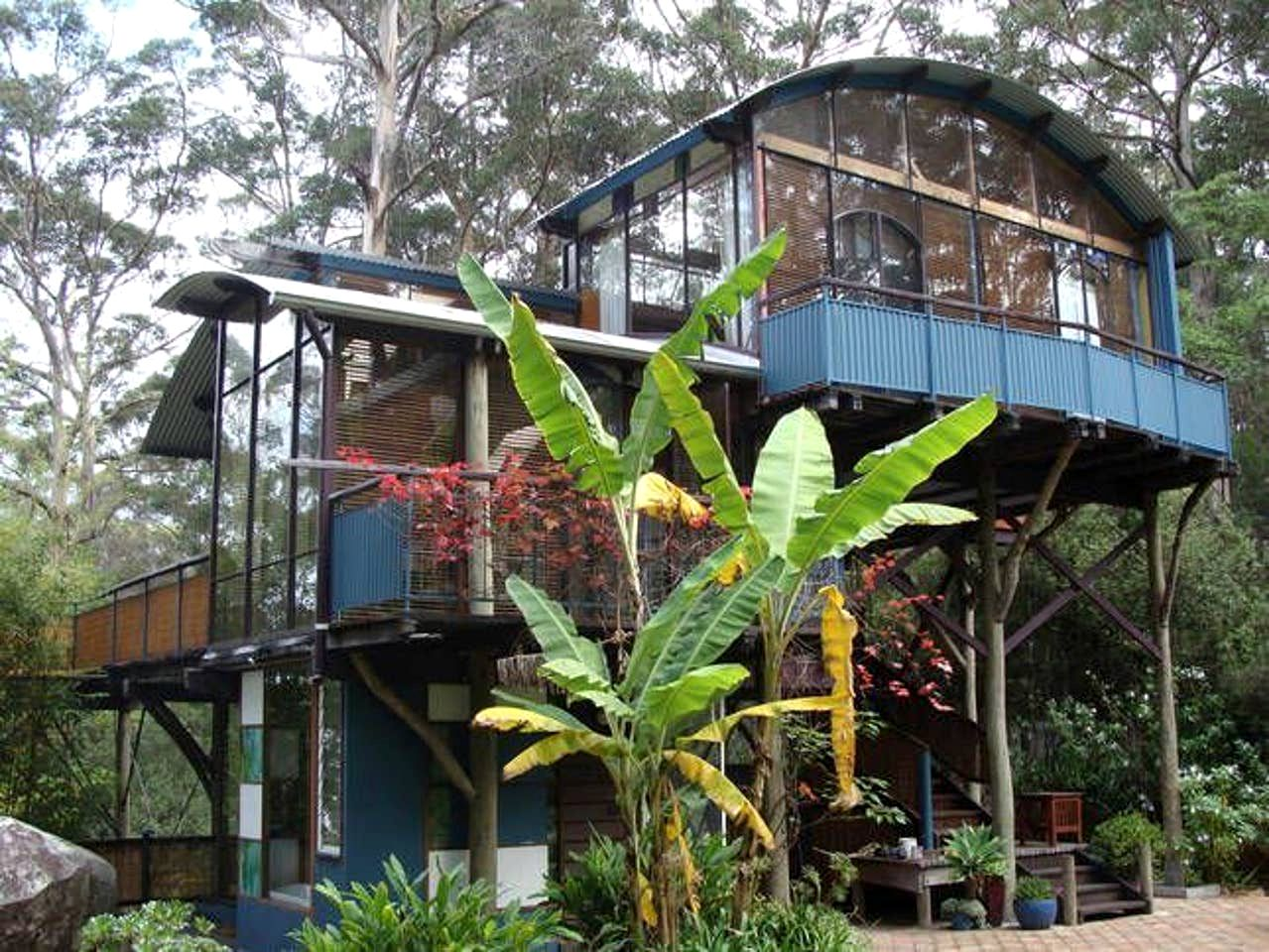 Looking for a tree house vacation? Check out this gorgeous rental, surrounded by beautiful forest and natural surroundings!