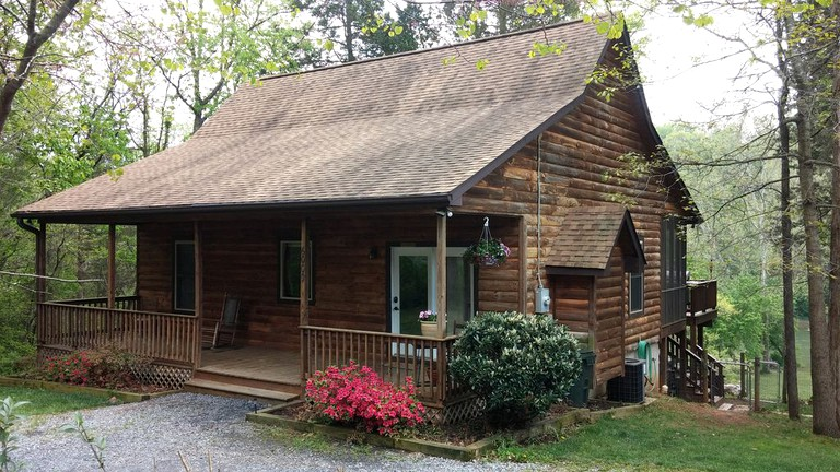 Charming Pet Friendly Cabin Rental On The Shenandoah River Near Luray Virginia
