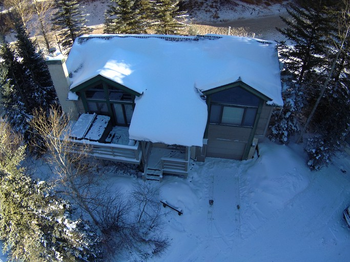 Spacious 10 Person Cabin Rental With Hot Tub For Ski Vacation In Vail Colorado
