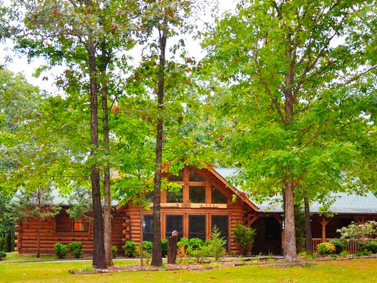 Log Cabins (Ridgedale, Missouri, United States)