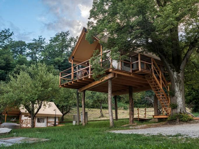 Mágica Casa De árbol Con Terraza Y Jacuzzi En Una Pintoresca Región Vinícola Cerca De Maribor Eslovenia