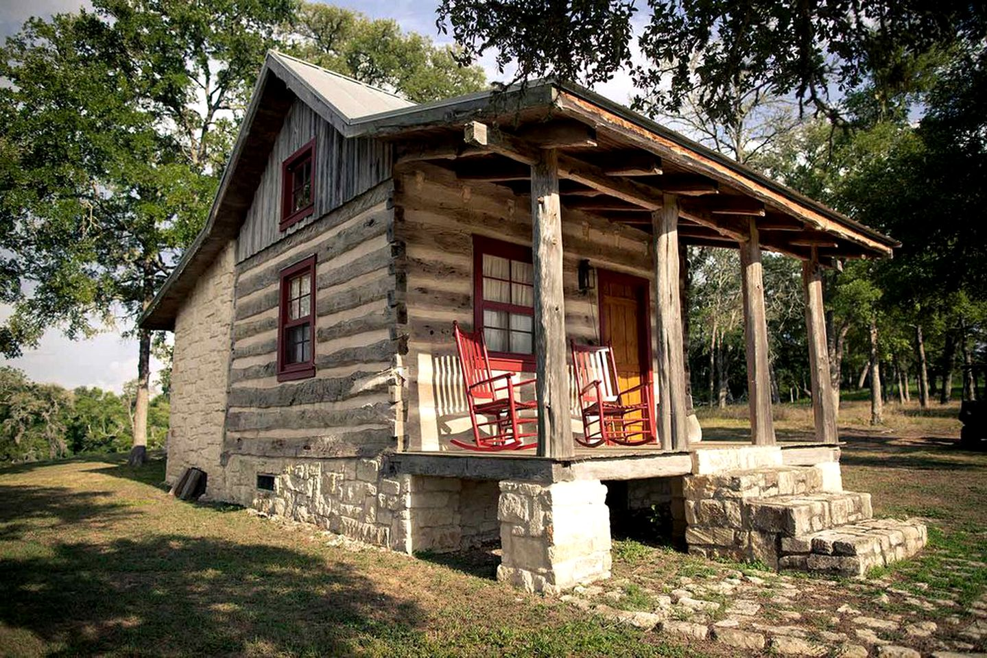 Cabin rental for a romantic weekend getawy from Houston