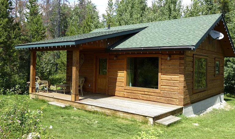 Stunning Log Cabin Near Mount Robson Provincial Park in British Columbia,  Canada