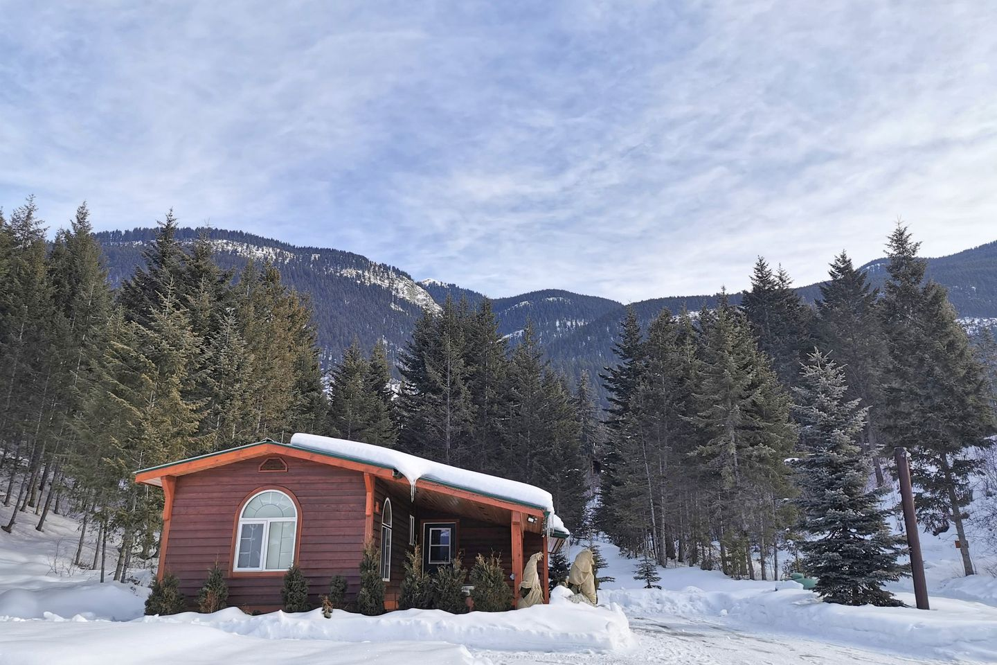 Cabins (Golden, British Columbia, Canada)