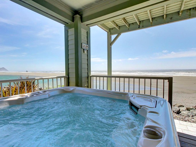 Incredible Oceanfront Dog Friendly Cottage Rental With Private Hot Tub In Gold Beach Oregon Home Interior And Landscaping Spoatsignezvosmurscom