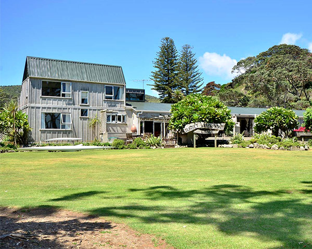 Villas (Great Barrier Island, North Island, New Zealand)