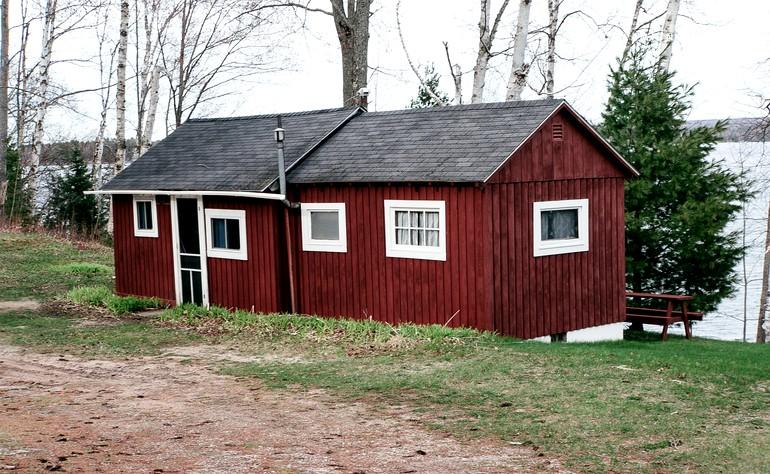 Romantic cabin in au train michigan for Michigan romantic cabins
