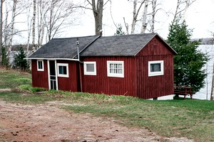 Secluded accommodations near tahquamenon falls state park for Michigan romantic cabins