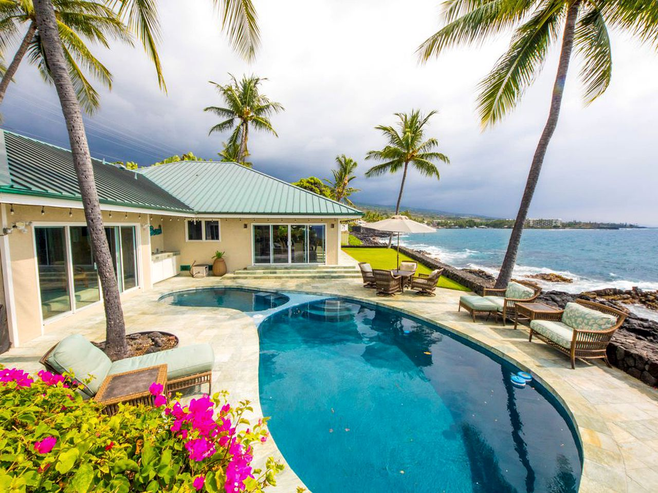 Beach Houses (Kailua-Kona, Hawaii, United States)