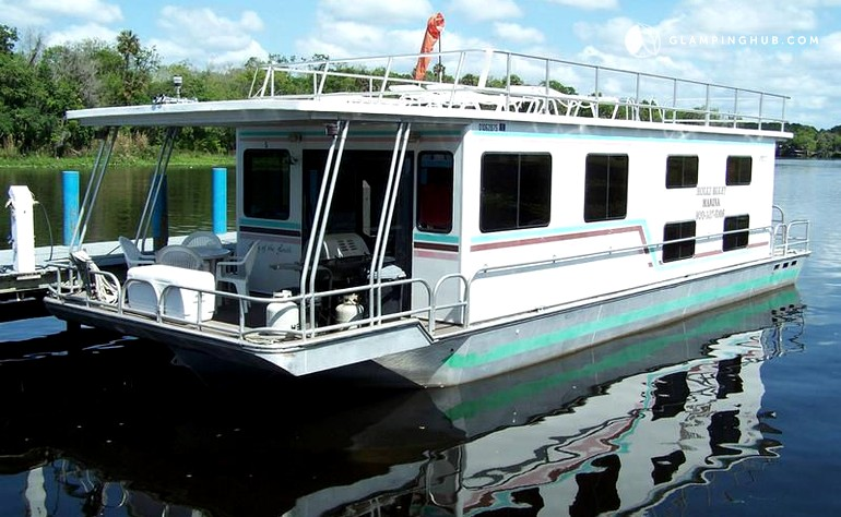 Houseboat Rental Near The Ocala National Forest In Florida