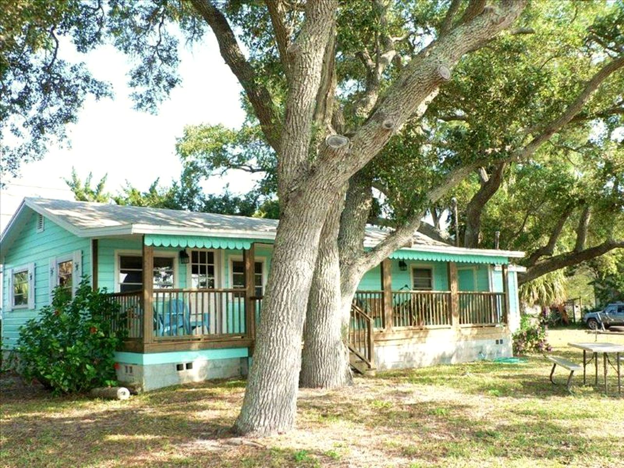 Cabins (Cedar Key, Florida, United States)