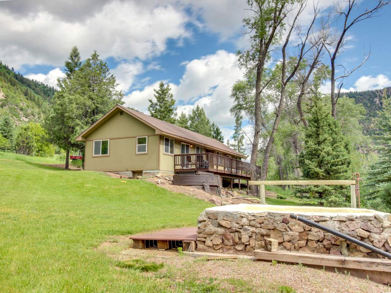 Cabins (Redstone, Colorado, United States)