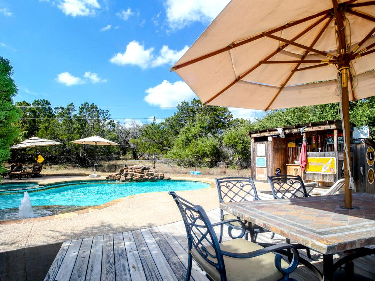 Luxury cottage with pool in Dripping Springs, Texas