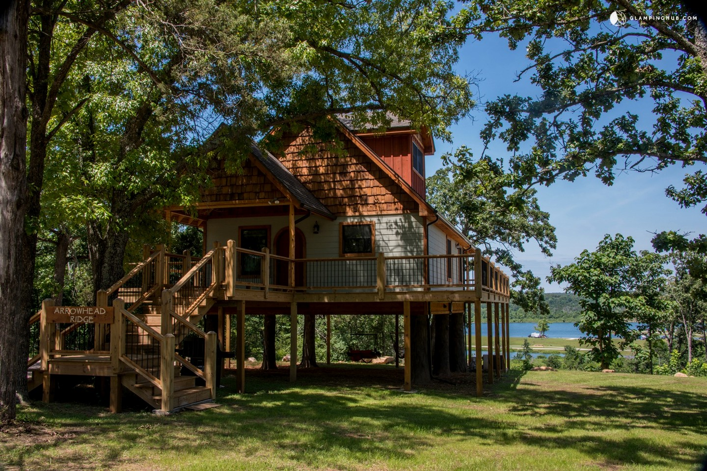 Tree House with a Hot Tub in Arkansas
