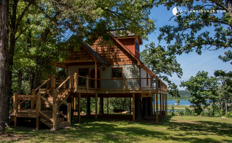 Tree house with a hot tub in arkansas for Tree house cabins arkansas