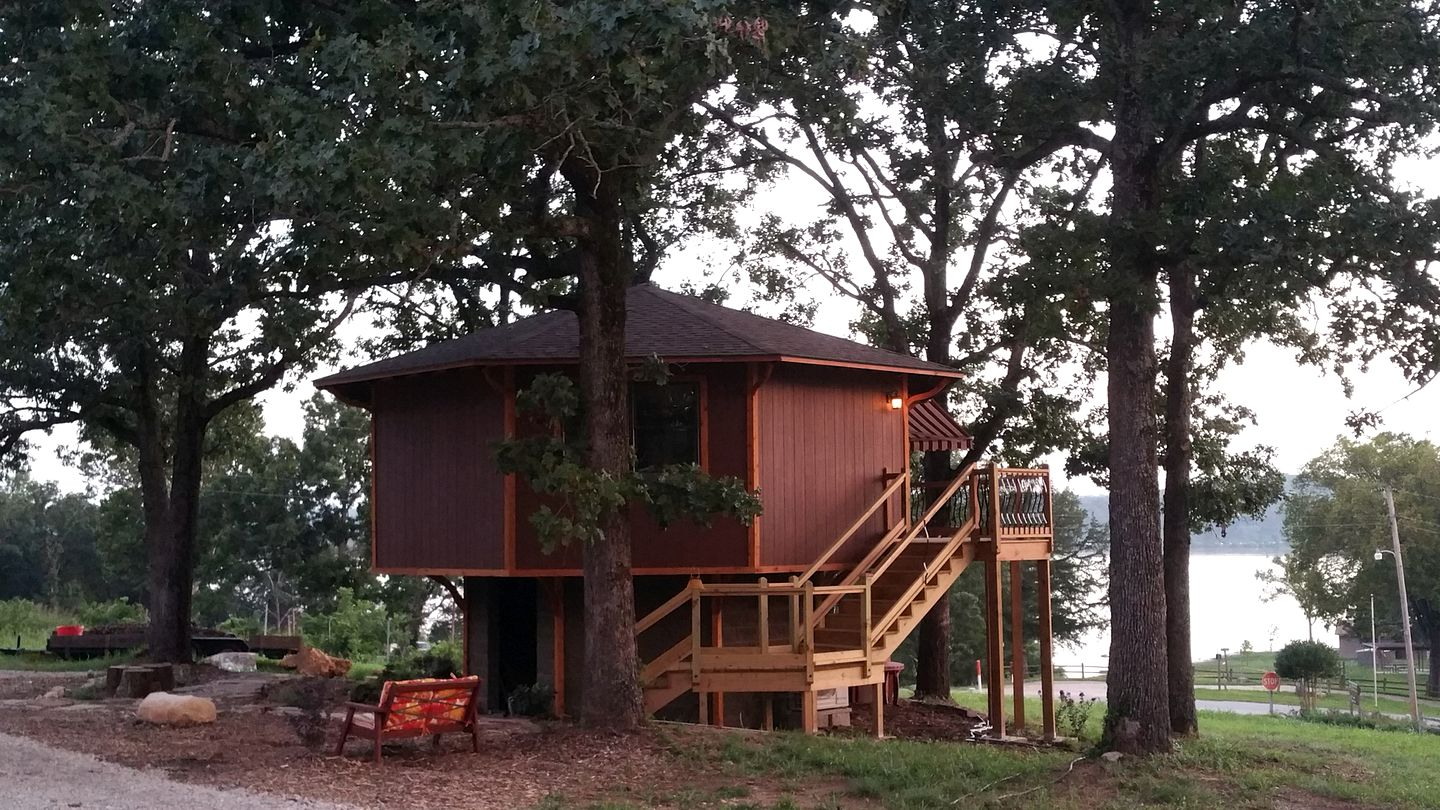 Tree Houses (Diamond City, Arkansas, United States)
