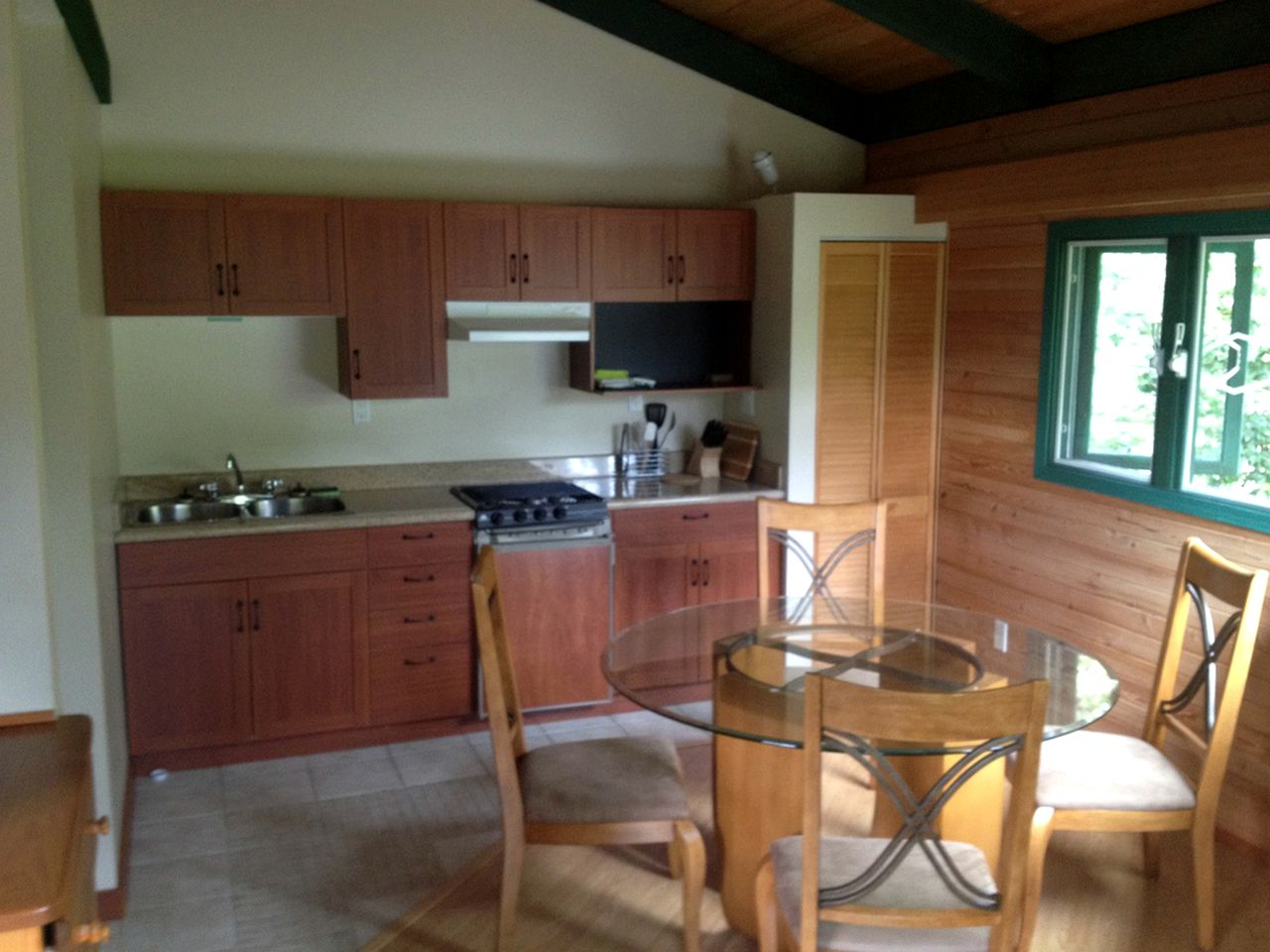 Kitchen and dining table in beach rental in Bliss Landing, BC