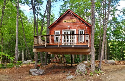Sleep in a Tree House near Salem, Massachusetts