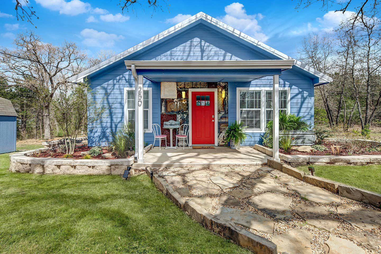 This Texas cottage rental is perfect for a romantic getaway near Dallas.