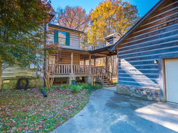 Spacious Cabin Rental On Signal Mountain Near Chattanooga Tennessee