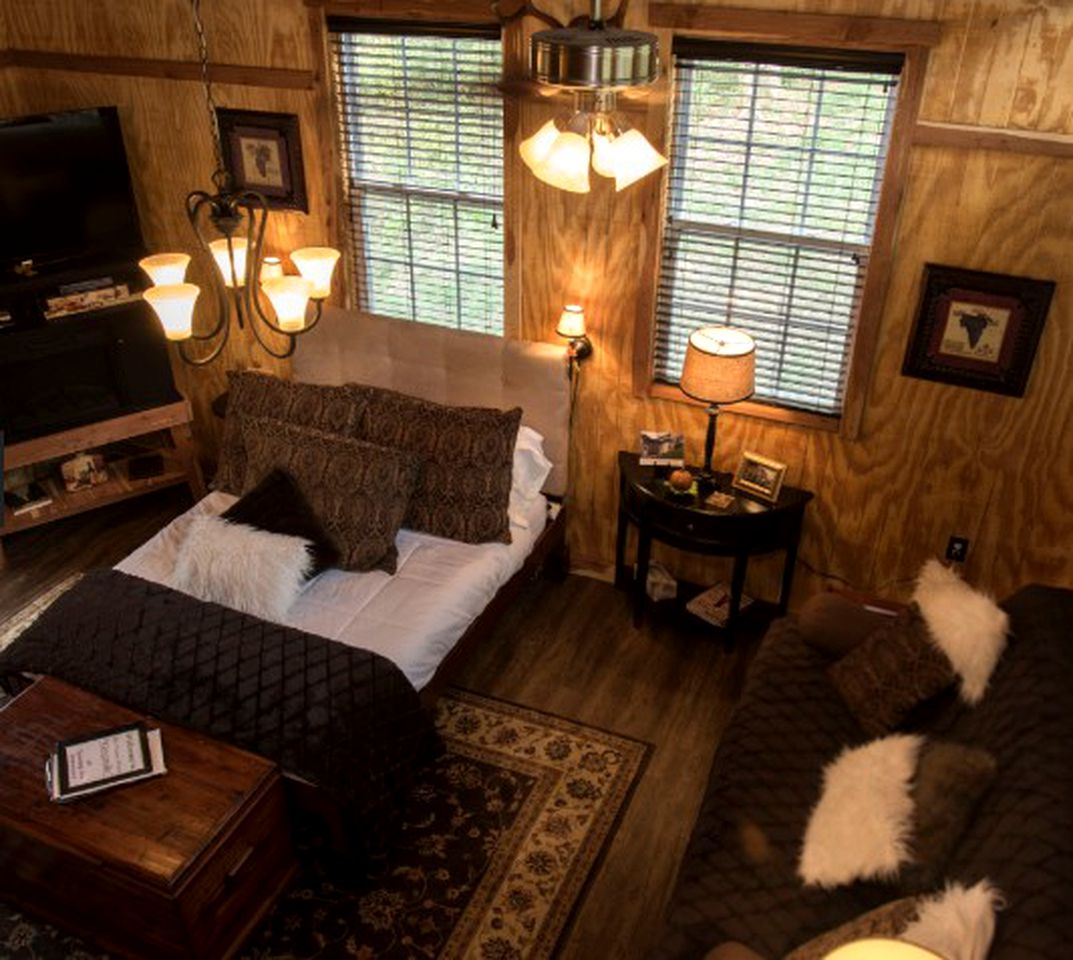 Cabin near Caney Fork: outdoors rentals