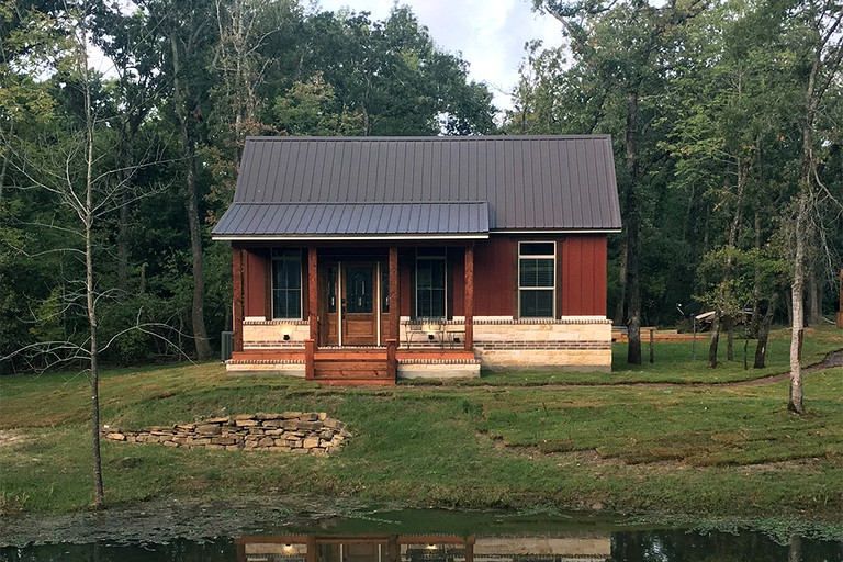 Two Bedroom Cabin Rental With Fully Equipped Kitchen Near Fredericksburg Texas