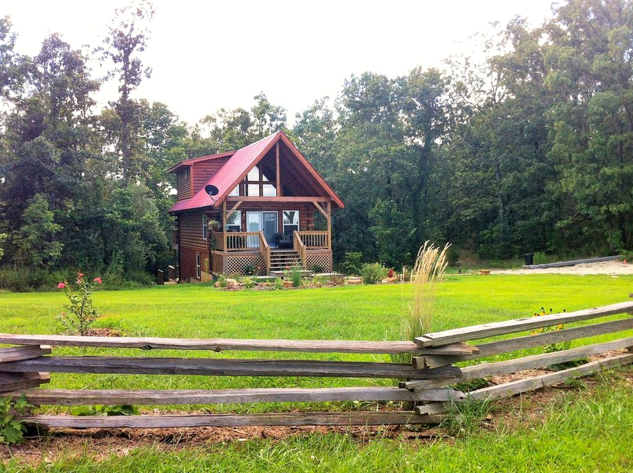 Meramec River cabin rental with hot tubs in Missouri.
