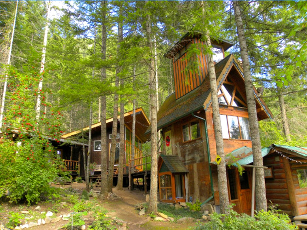 Tree Houses (Tappen, British Columbia, Canada)
