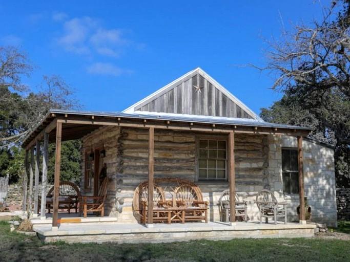 Creekside Log Cabin Rental For A Romantic Getaway Near Fredericksburg Texas