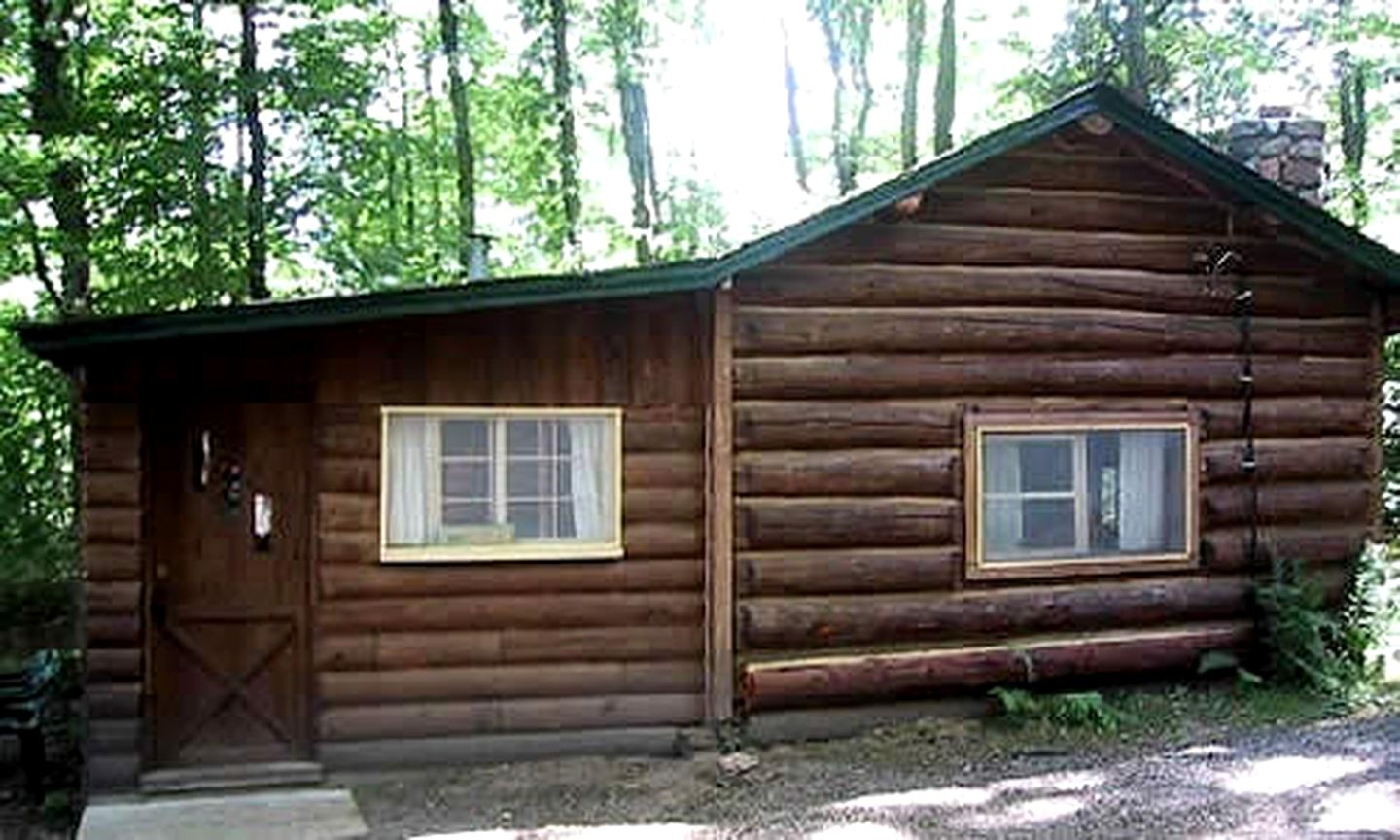 Cabins (Hayward, Wisconsin, United States)