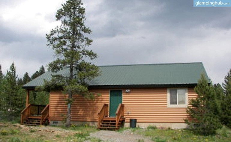 Glamping cabin yellowstone for Cabin yellowstone park