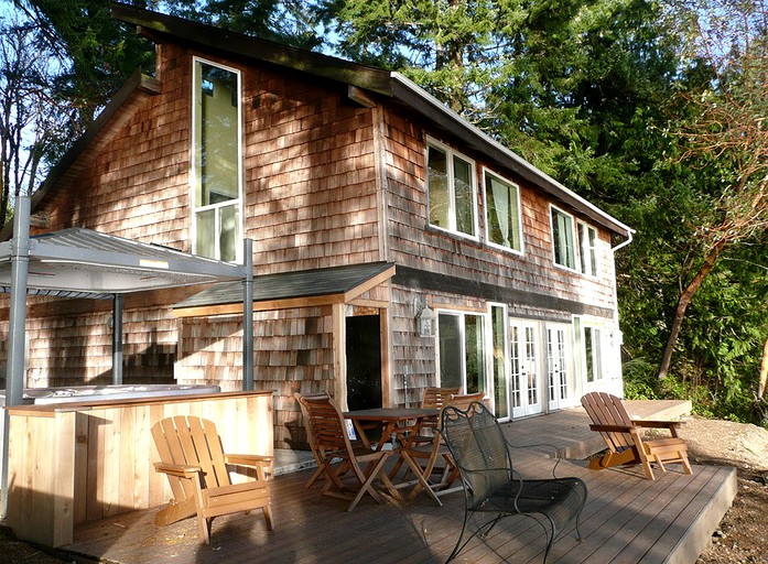 Waterfront Cabin Rental with Hot Tub in Puget Sound near Seattle, Washington