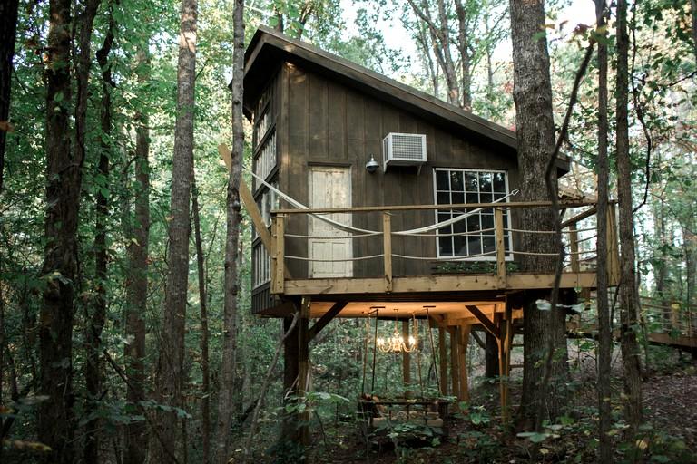 Romantic Luxury Tree House Rental and Retreat in Walhalla, South Carolina