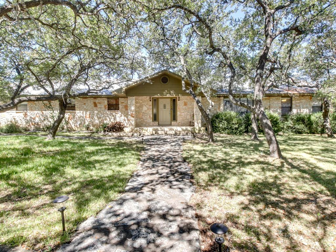Cabins (Dripping Springs, Texas, United States)