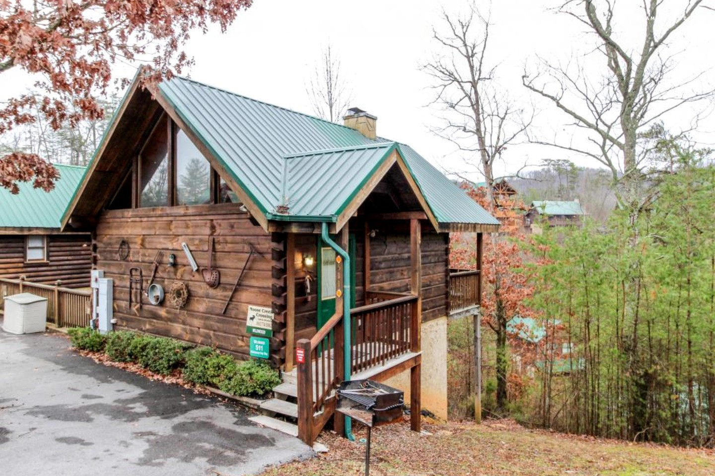 romantic cabin by the great smoky mountains tennessee