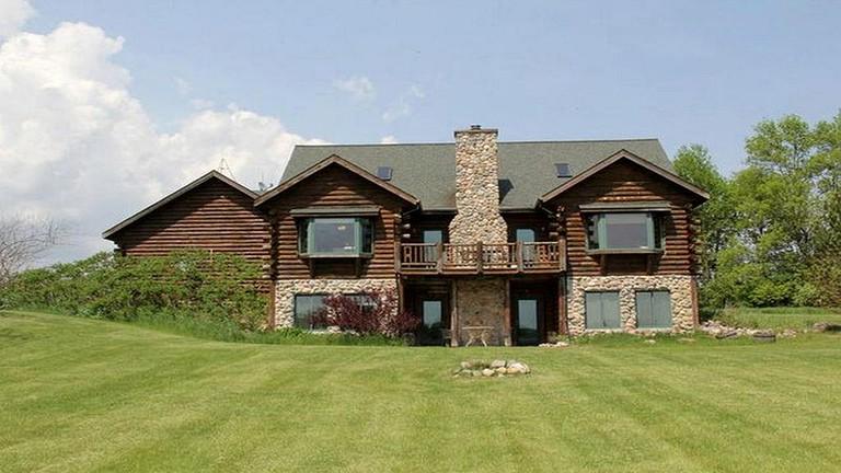 Secluded Log and Stone Cabin Rental near Sheboygan and Lake Michigan Coast