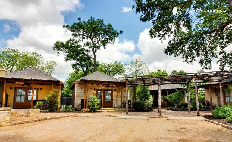 Romantic vacation rental in fredericksburg texas for Cabin rentals fredericksburg tx