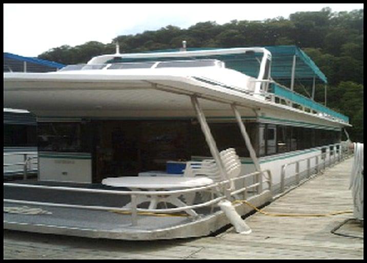 Family Friendly Houseboat Rental On Dale Hollow Lake Kentucky